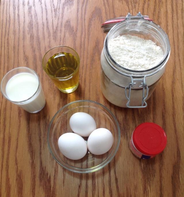 1 Copo de Leite; 1 Copo de Azeite; 3 Ovos; 2 Copos de Farinha de Trigo; ¹/2 colher (sopa) de Fermento em Pó